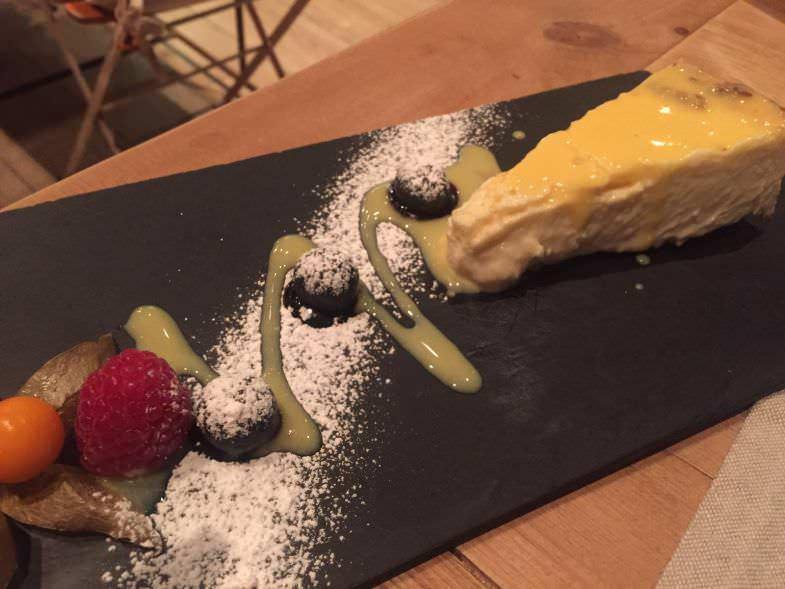 Tarta de queso de cabra, un must en Condumios Taberna