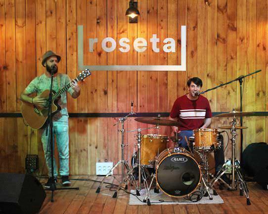 Música en directo con 1mas1 en Roseta