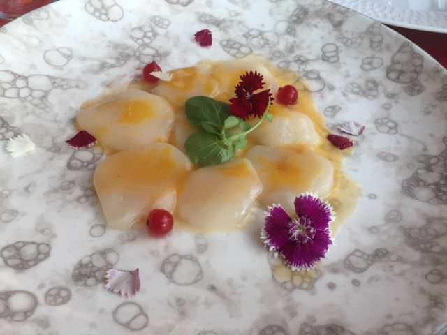 Aguachile de vieiras y maracuyá en Restaurante Somos