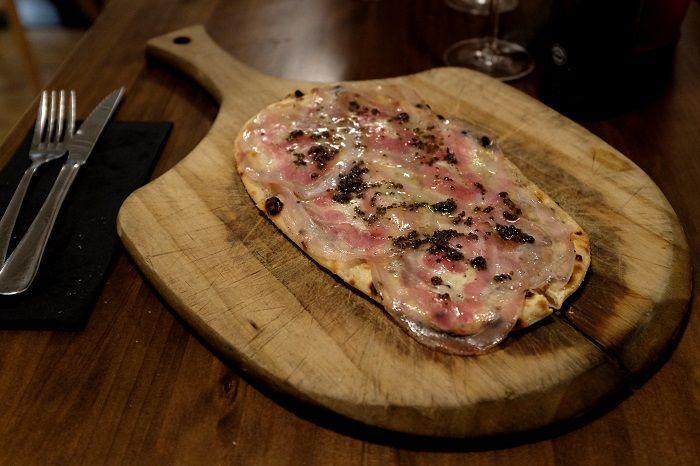 Pizza Trufa negra, panceta y mozzarella Fior di latte Fornería Ballaró