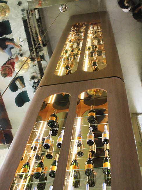 Botellero de seis metros de Garra Bar