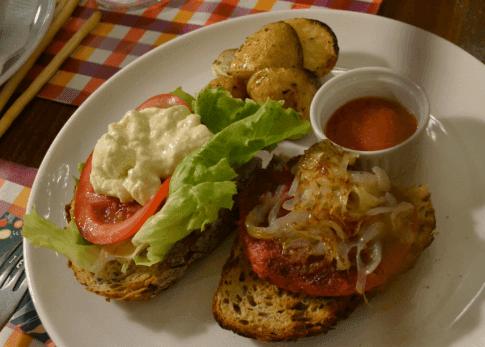 Hamburguesa de garbanzos y remolacha