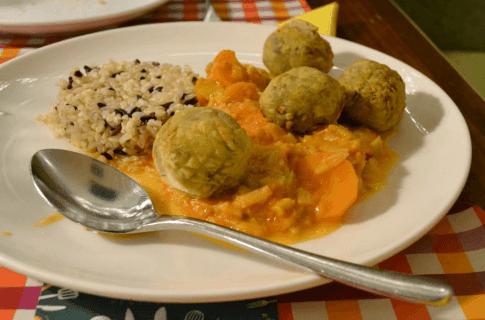 Albóndigas vegetarianas con estofado de verduras