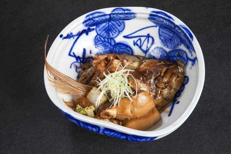 Esencia de besugo guisado en Izariya