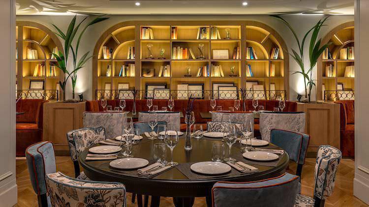 Mesa en restaurante Caramba