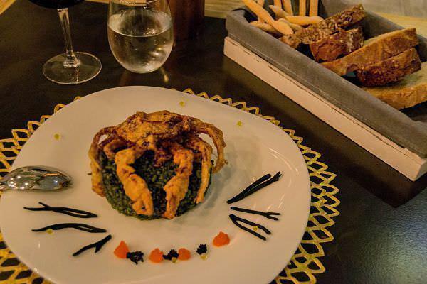 Risotto de codium y espirulina, mejillones, guisantes naturales y shoft shell crab
