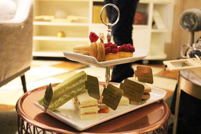 Alta pastelería francesa y sándwiches al estilo británico
