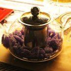 Tetera con violetas