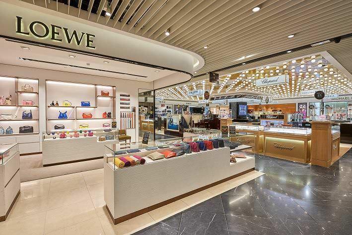 El Aeropuerto de Barajas inaugura servicio de Personal Shopper gratuito - Un buen día en Madrid