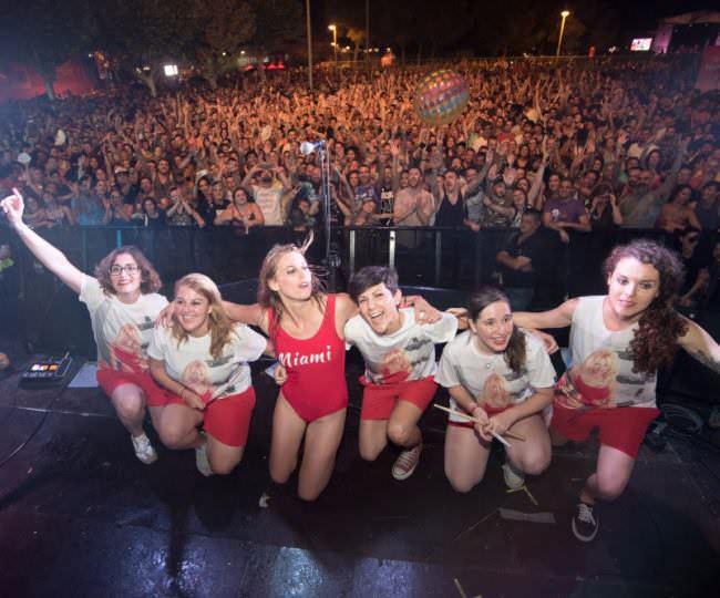 Las Chillers después de actuar en el Low Festival