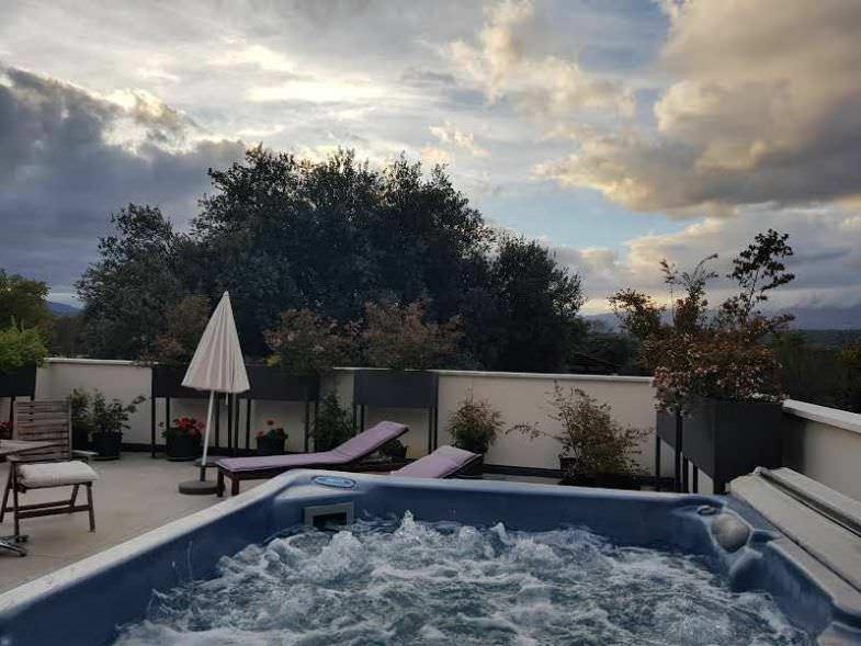 Terraza con Jacuzzi en El Hotelito