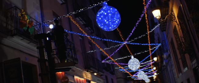 Misterioso encendido de las luces de Navidad