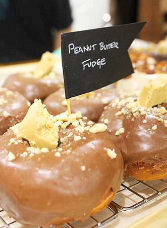 Donut vegano de peanut butter fudge