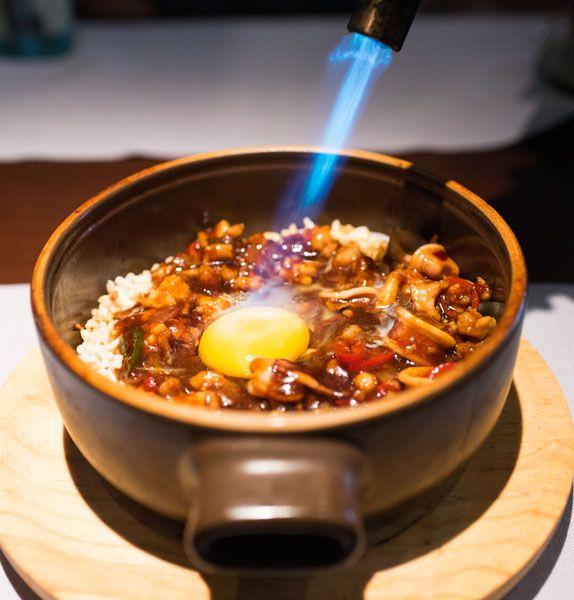 Ku Bak crujiente acompañado de pollo y mariscos con huevo de pita pinta - Shanghai mama