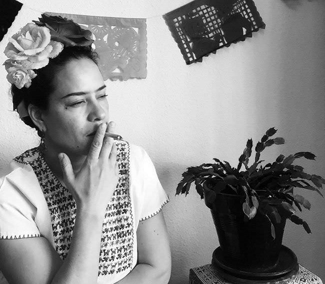 Frida en el café central