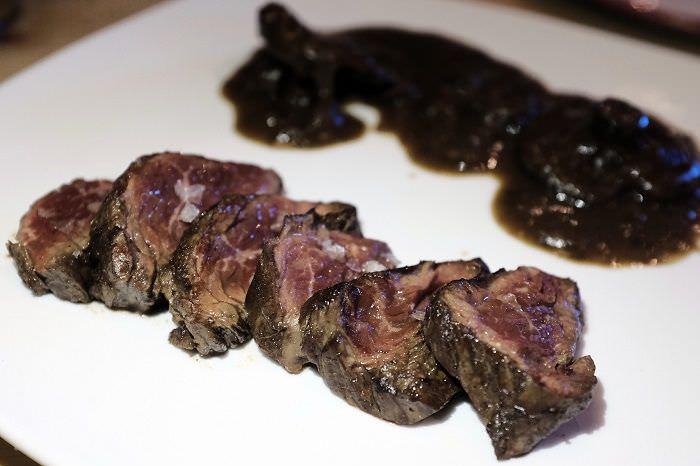 """""""Solomillo del carnicero"""" marinado y asado con níscalos a la bordalesa Los Delgado"""