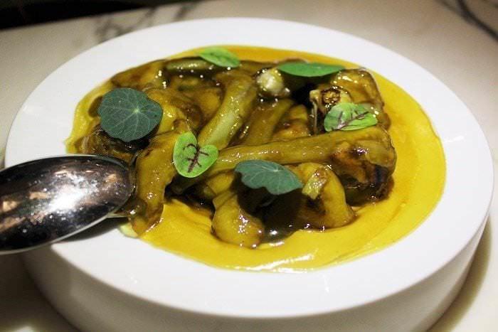 Alcachofas con crema de tupinambo y velo de jugo ibérico Rómola