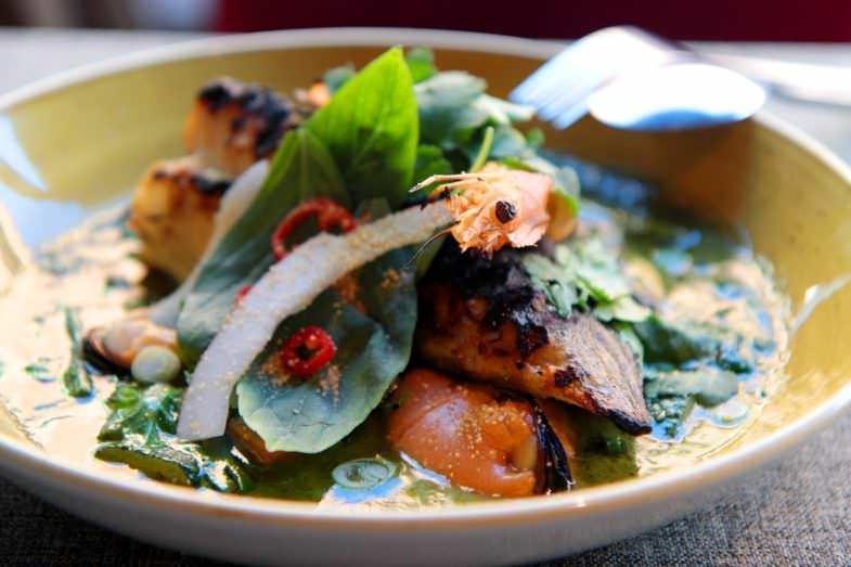 Curry verde de Mar con Rodaballo, Langostino, Mejillón y Albahaca Thai
