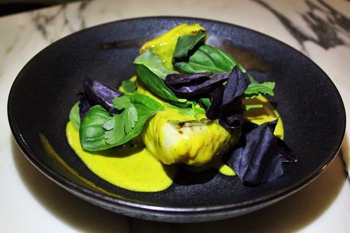 San pedro al carbón con curry de cúrcuma Rómola