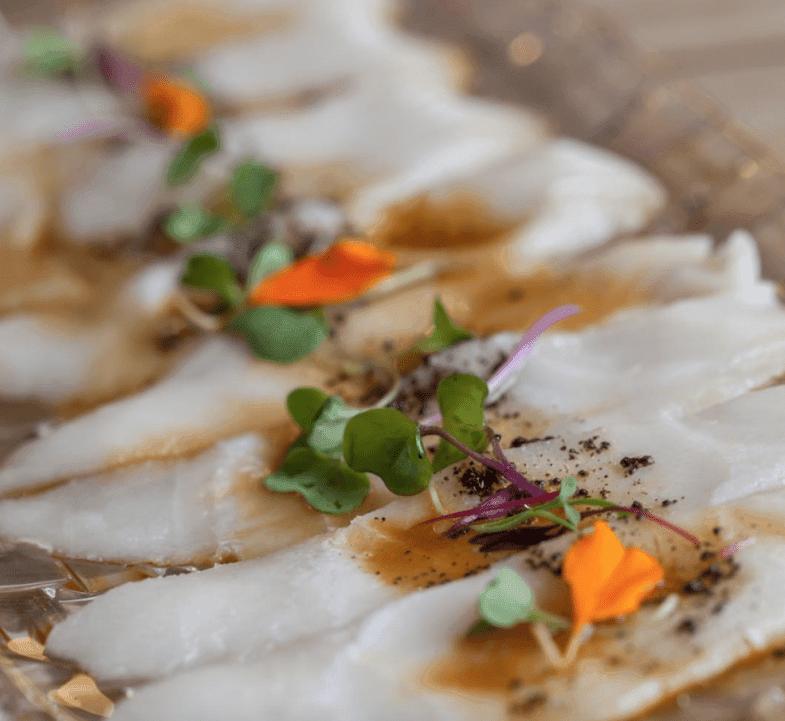 Tiradito de pez mantequilla