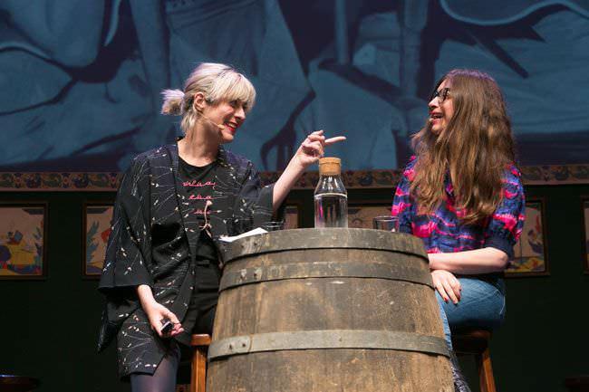 Isa Calderón y Lucía Lijtmaer presentan Deforme Semanal en el Teatro Arlequín Gran Vía