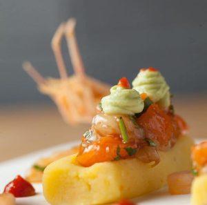 Causa de langostino, salmón y chile