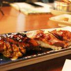 Nigiris de solomillo flambeado con chili y de foie flambeado con salsa