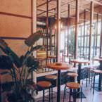 Mesas altas planta baja La Charla