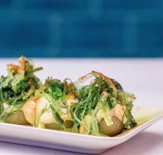 Patatas bravas japo con salsa kimuchi