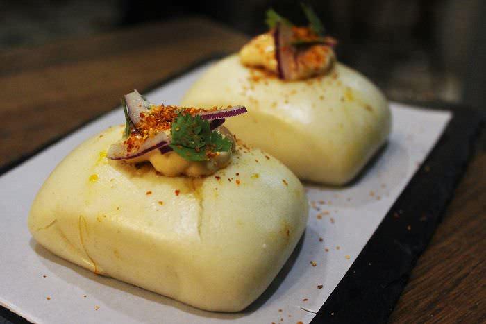 Bao relleno cochinita Taco cochinillo La Gastro Salvaje