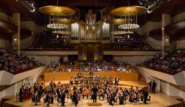 Ciclo La Generación Ascendente. Concierto de la Orquesta Sinfónica Freixenet de la ESMRS, director Jaime Martín