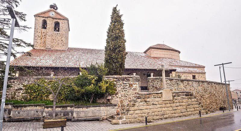 Iglesia pintoresca de la ruta