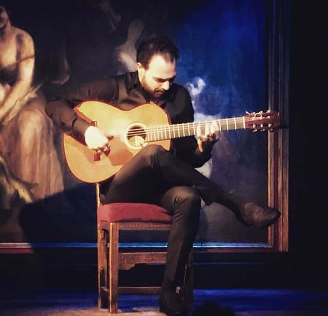 Guitarra flamenca en el Corral de la Morería