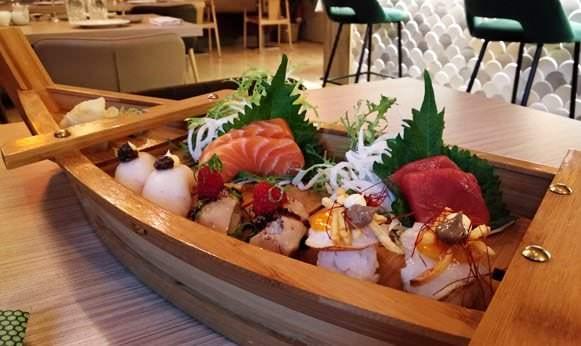 Barco de sushi variado