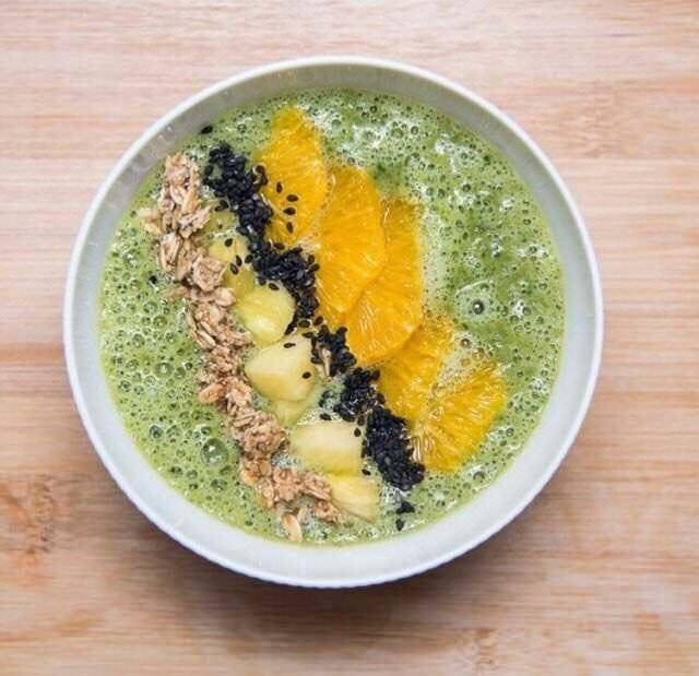 The Circle Food desayuno smoothy bol con frutas. Foto: Instagram @thecirclefood_