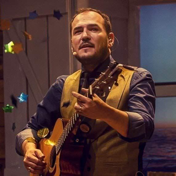Ismael Serrano da un concierto en Madrid - Un buen día en Madrid