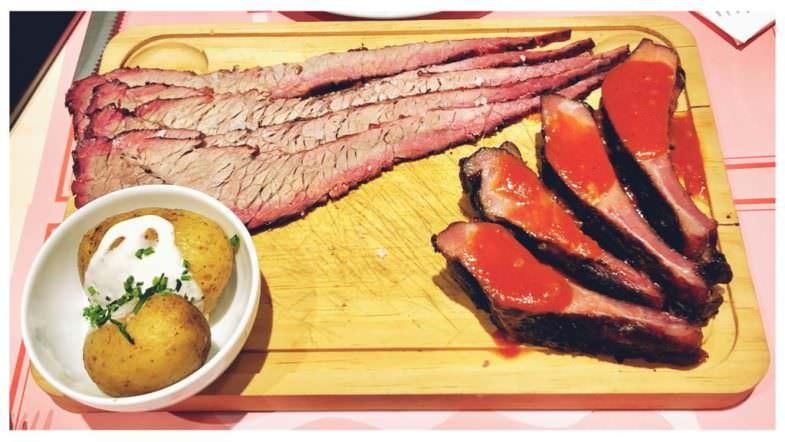 Brisket y costillas incluido en el menú degustación