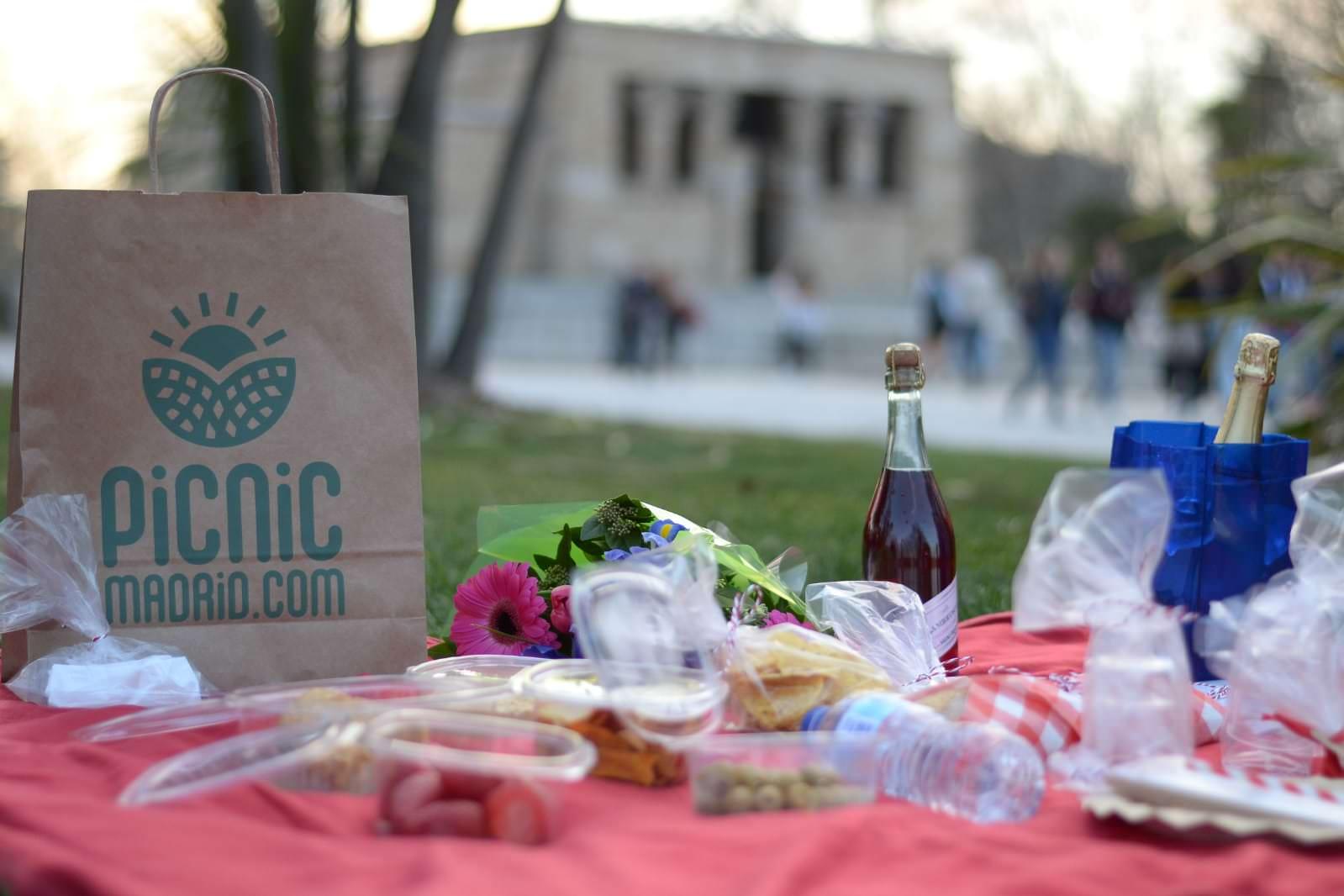 picnic clásico y románticos en debod