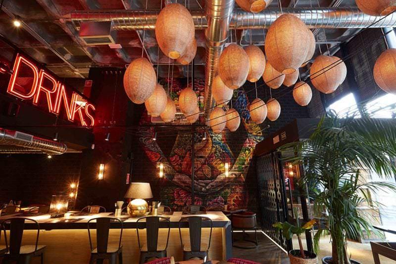 Restaurante camaleónico Bang Cook