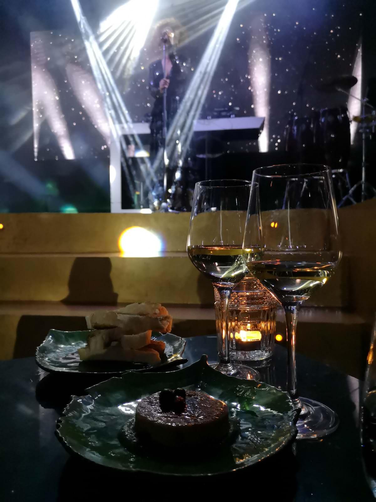 cena con música en directo en el centro de madrid