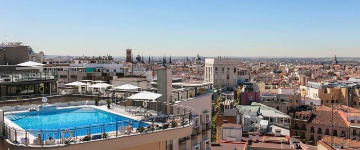 terrazas de madrid con piscina - hotel emperador