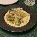 Alcachofa confitada de fondue de queso trufada en Santa Gilda
