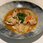 Cangrejo salteado con pastel de arroz