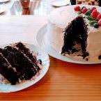 Tarta de chocolate con cobertura de fresa y frambuesa