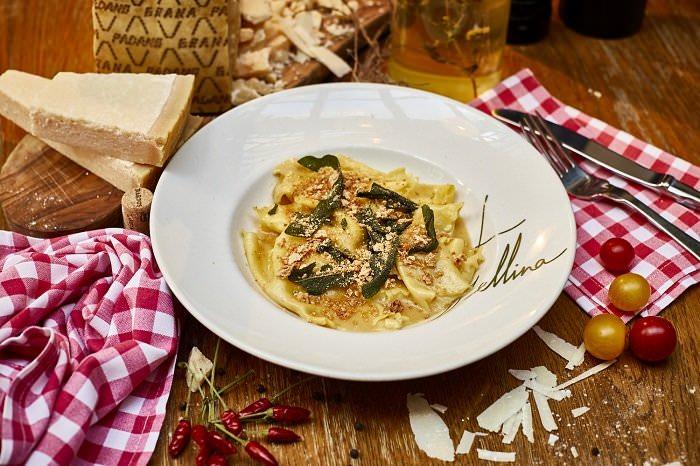 Fazzoletti relleno de calabaza, galleta de amaretto y Grana Padano Riserva (2)
