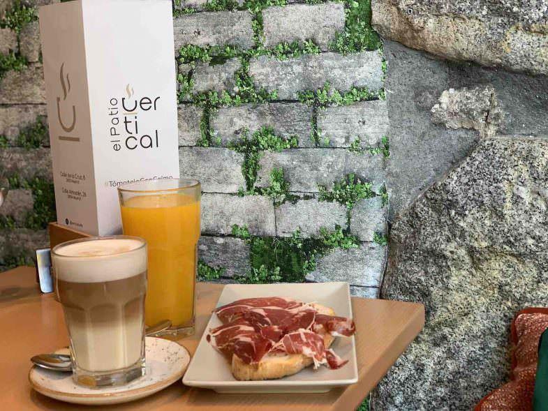 Desayuno en El Patio Vertical