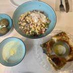 Falafel, ensalada israelí y pita con setas