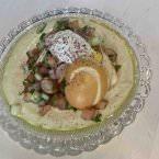 Hummus con ensalada israelí