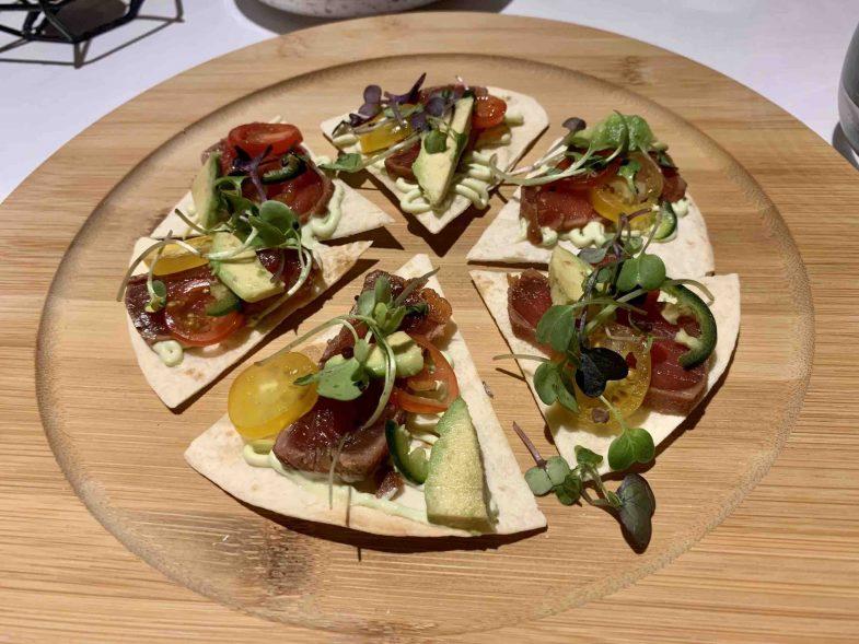 Falsa pizza de atún rojo en restaurante Popa