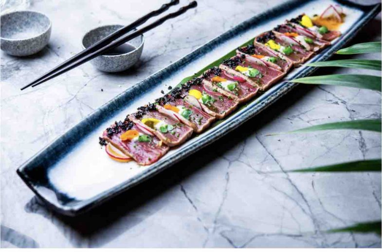 Tataki de atún rojo bluefin con salsa de coco y almendras